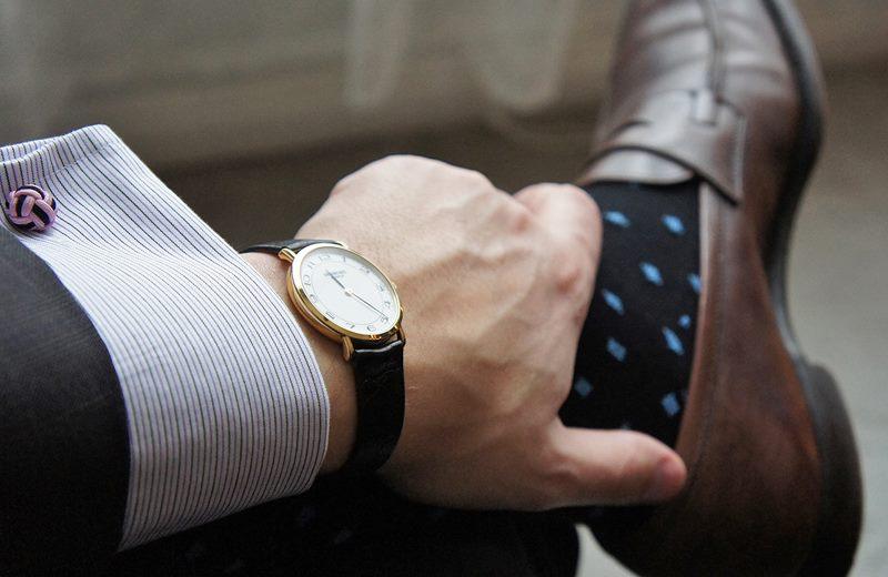 Đồng hồ nam với phong cách cổ điển, đơn giản