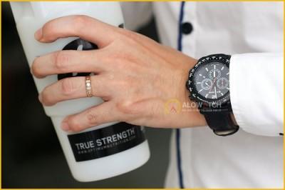 Tại sao nên mua đồng hồ Wenger 01 0853 108 với vẻ cuốn hút của nó