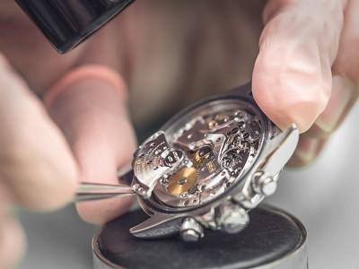 Dịch vụ thay mặt kính đồng hồ đeo tay lấy ngay ở Hà Nội
